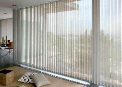 Persiana-Vertical-traslucida-400x284 Estores  - Mobiliario de Oficina
